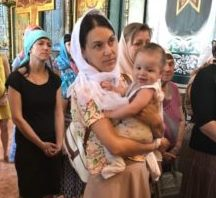 В храме прихода преподобного Серафима Саровского настоятель поздравил прихожан с Днем семьи, любви и верности