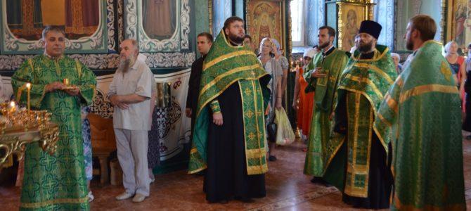 В канун престольного праздника храма преподобного Серафима Саровского прошло всенощное бдение