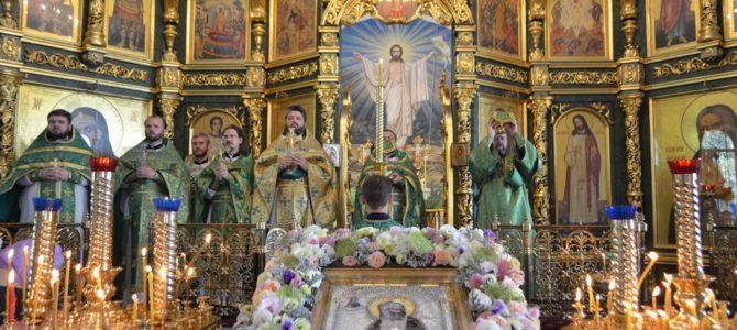 В день праздника обретения мощей преподобного Серафима, Саровского чудотворца, в Серафимовском храме была совершена божественная литургия