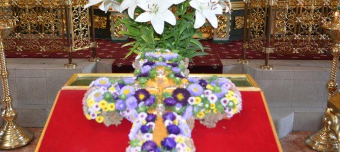 На приходе храма в день праздника Происхождение (изнесение) честных древ Животворящего Креста Господня была совершена литургия