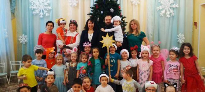 Настоятель храма посетил Рождественский утренник в детском саду «Солнышко».