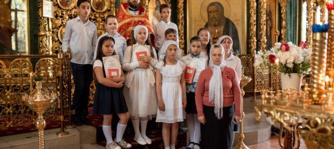 Настоятель храма наградил учеников воскресной школы
