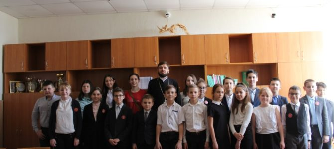 Клирик храма провел беседу о Дне Православной книги с гимназистами